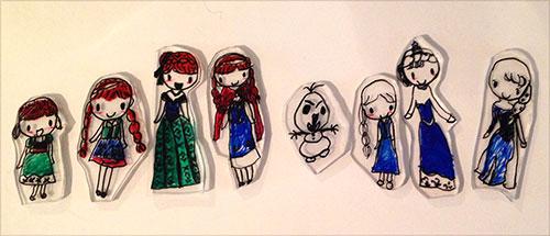 ↑アナ雪ブームはまだ去らず。 プラバンでキャラクターを作ったり、あとアナの衣装もこしらえてました。 (すぐ試着できるようにと全裸で作ってましたよ…)